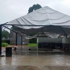 Manutenção de tenda de lona